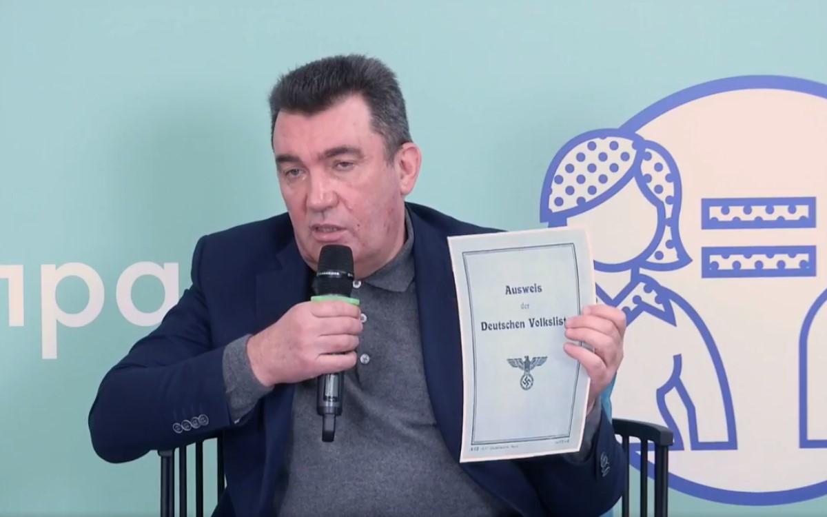 Данилов: Россия выдает фашистские аусвайсы на оккупированных территориях