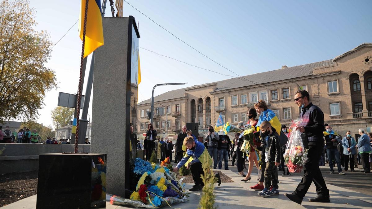 В Лисичанске неизвестные «переименовали» памятник добровольцам АТО в памятник Ленину (фото)