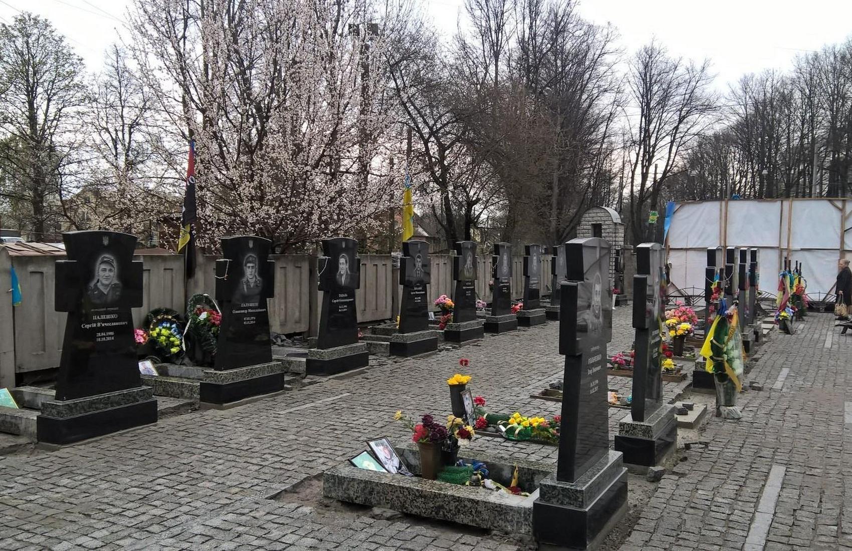 В Сумах бывший насильник осквернил могилу воина АТО