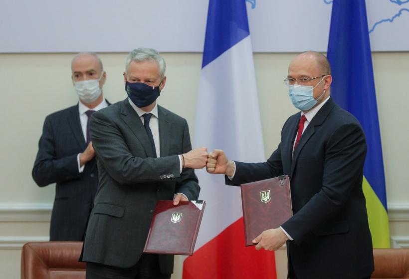 Электровозы, автолестницы и вода: Украина и Франция заключили соглашения на 1,3 млрд евро