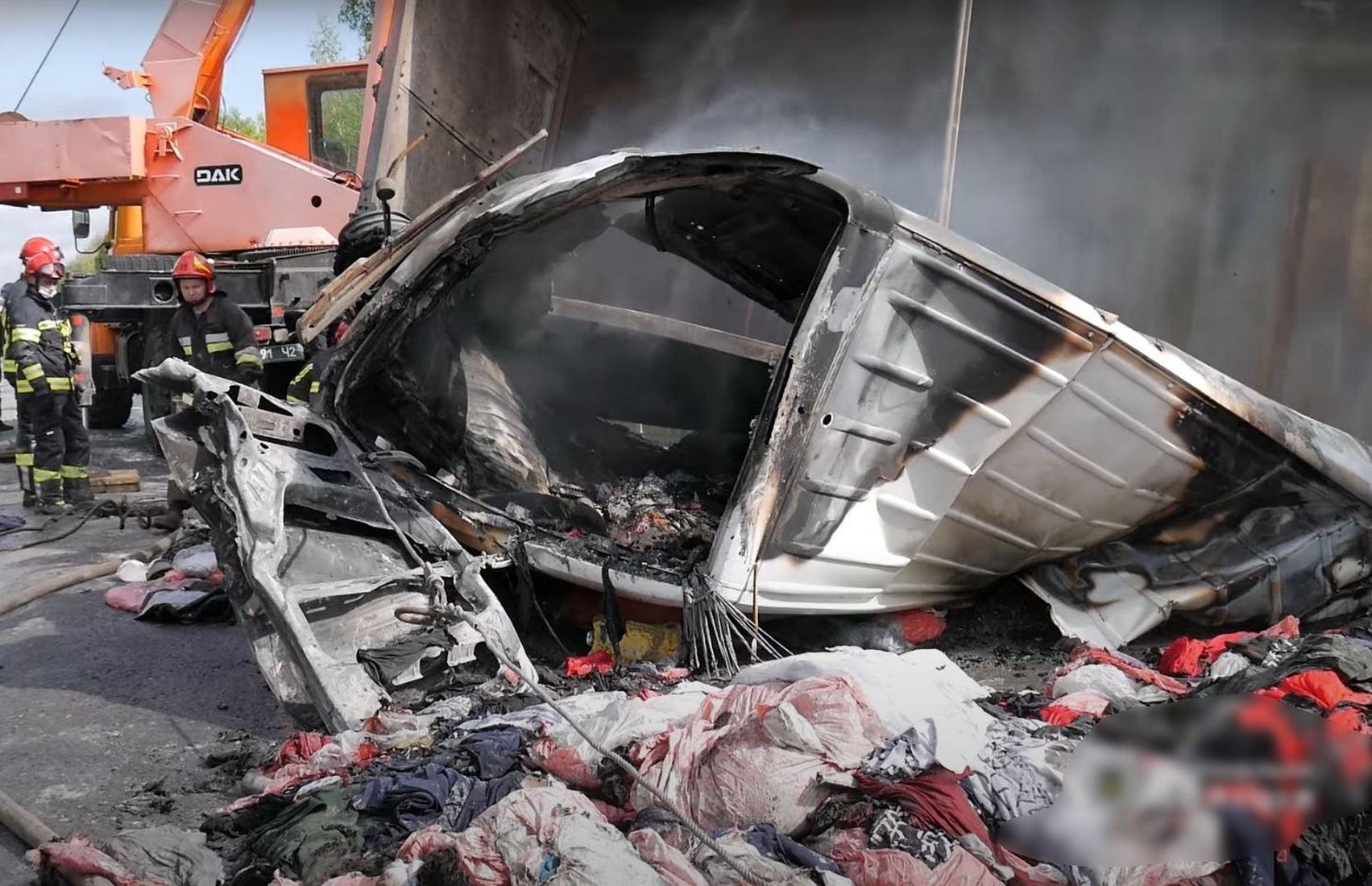 На трассе Житомир — Черновцы в результате ДТП загорелись три авто, есть погибшие (видео)