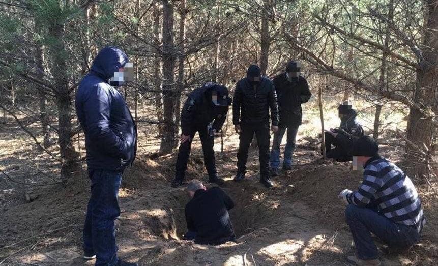 На Сумщине лесорубы зарубили свидетеля, сдавшего их полиции