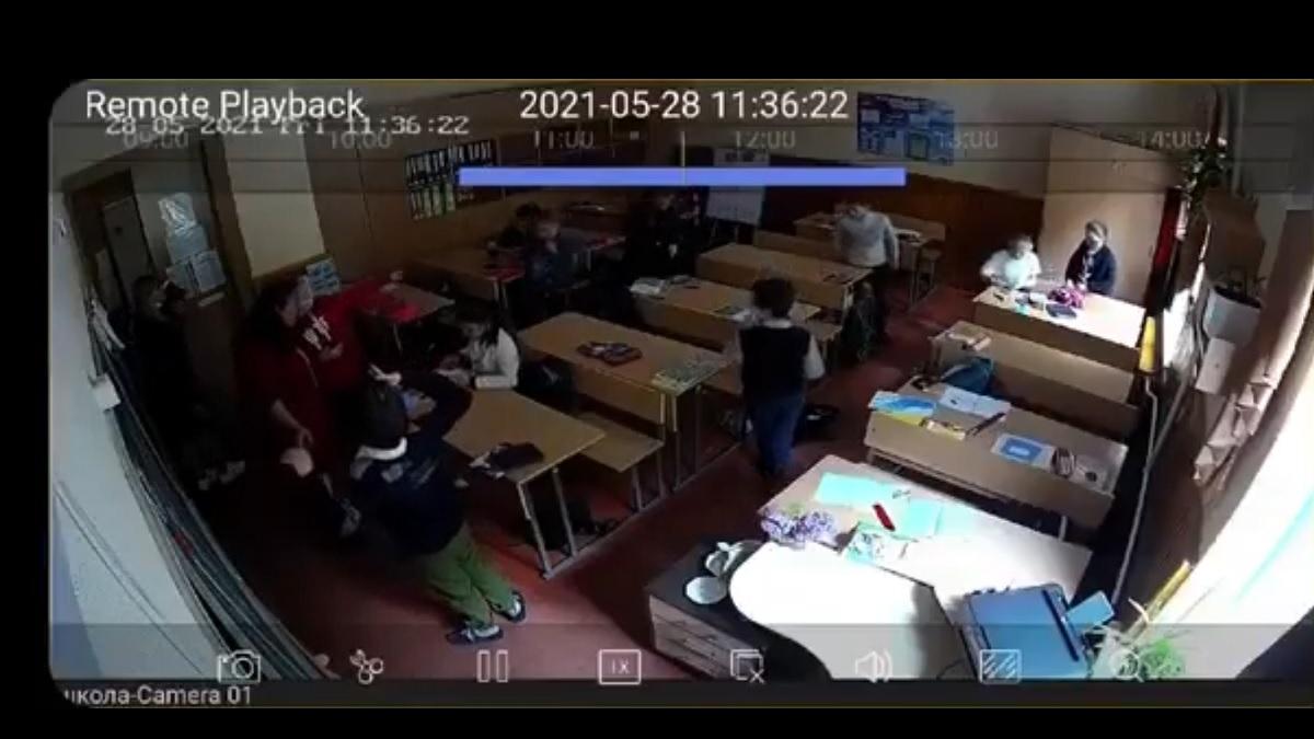 В Виннице ассистентка учителя угрожала отрезать половой орган мальчику с синдромом Дауна (видео)