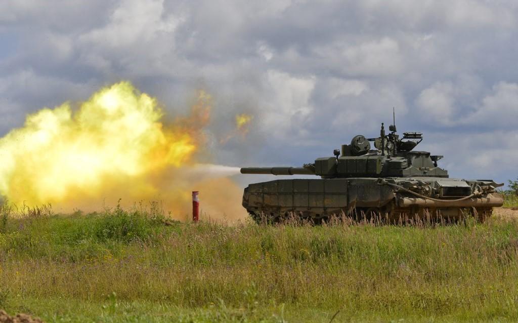 Во время учений под Николаевом военные обстреляли село из танка (видео)