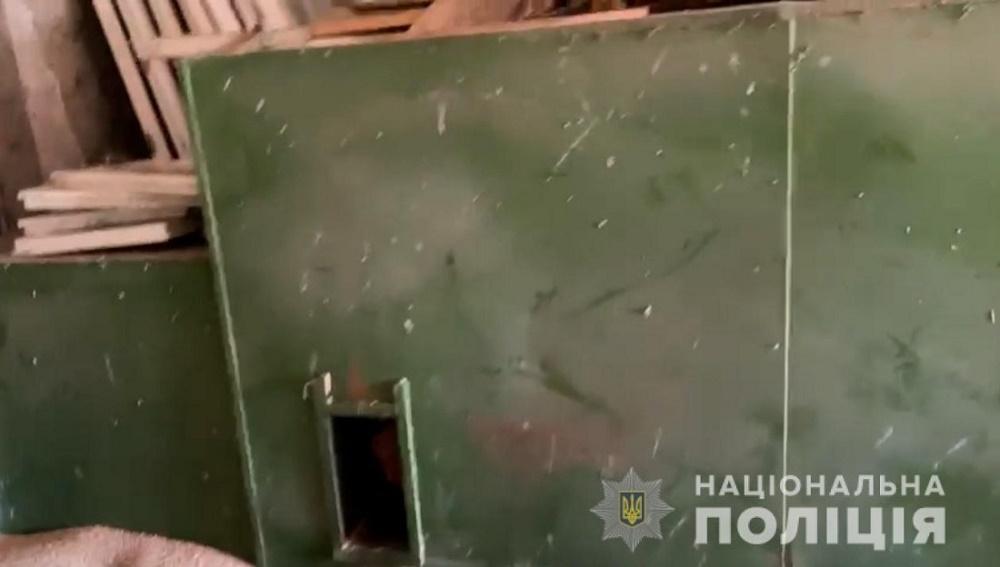 Фермер удерживал работника в сушилке для фруктов из-за сломанного трактора (видео)
