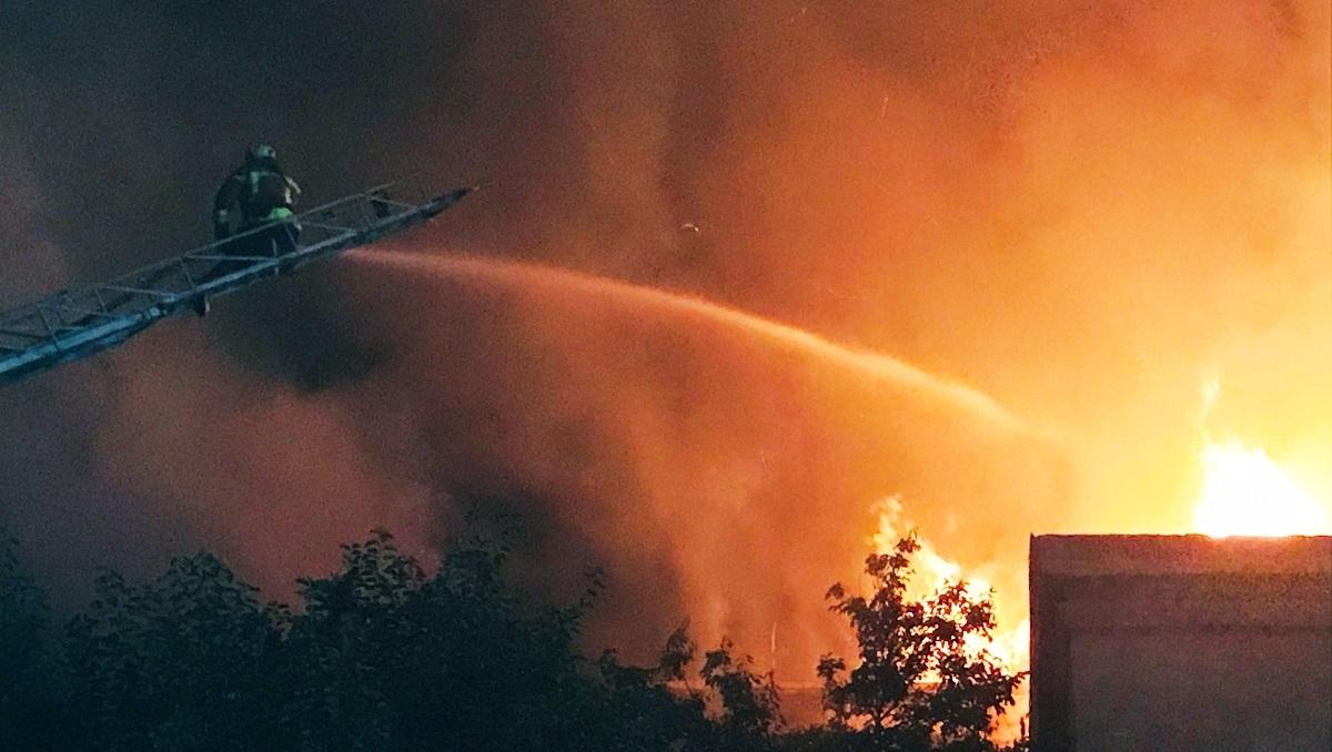 Взрыв газовых баллонов: в одной из многоэтажек Запорожья произошёл пожар (видео, фото)