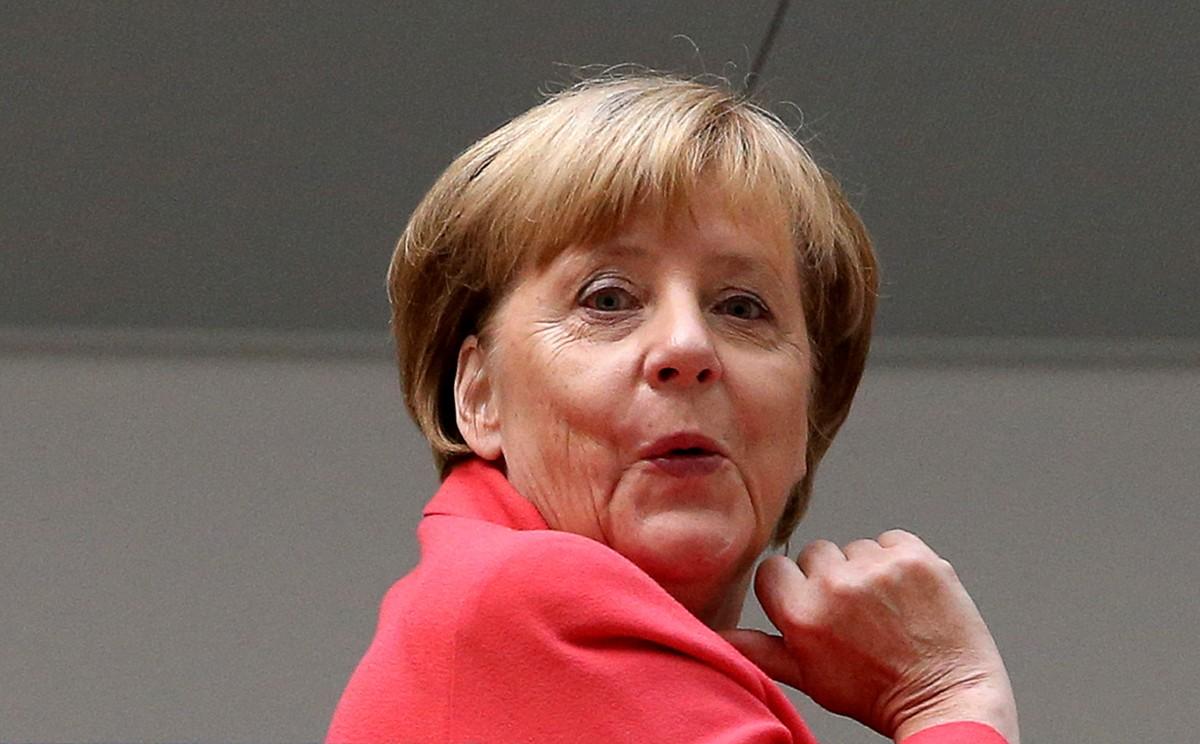 Реклама матрасов: коммерческие фирмы в Германии используют образ Меркель для баннеров (фото)