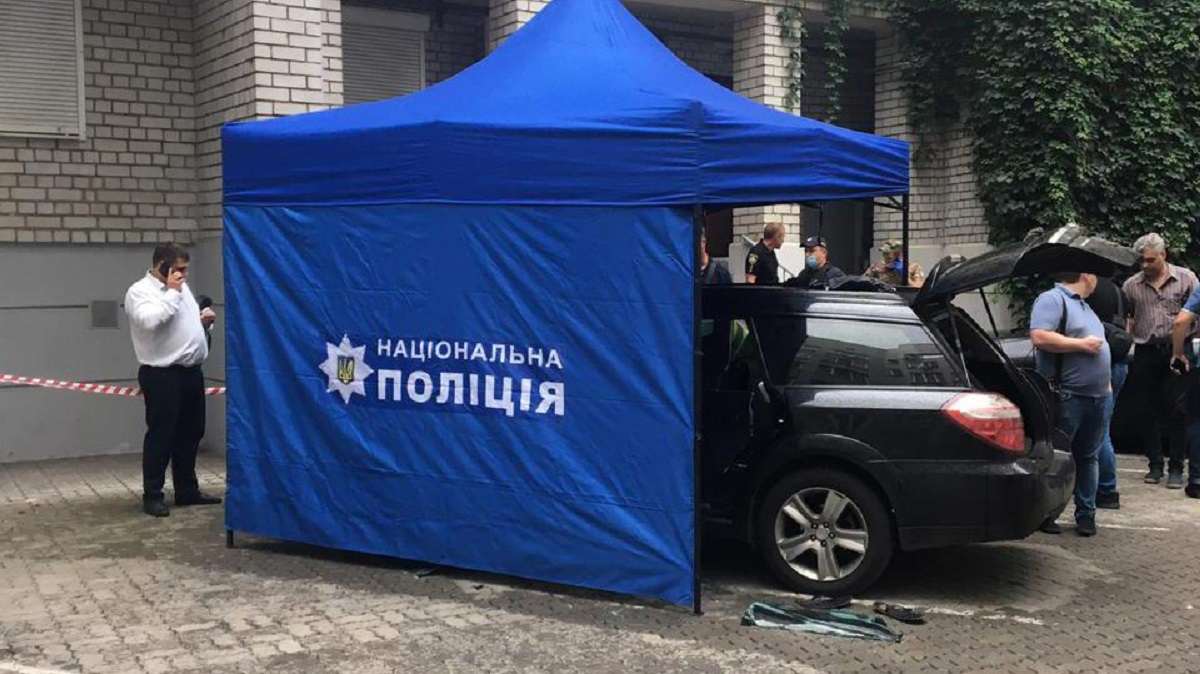 В центре Днепра в авто с водителем произошёл взрыв (фото)