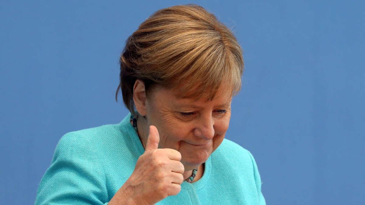 В Германии начали продавать марципаны в форме головы Меркель (фото)