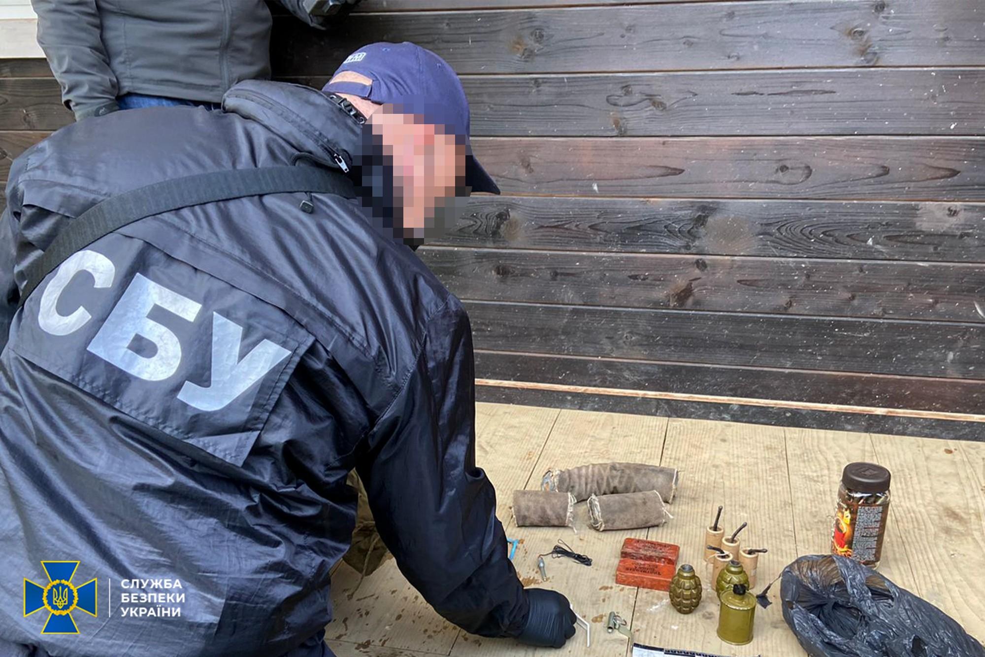 У «общественного активиста» из Львовской области нашли арсенал с гранатами