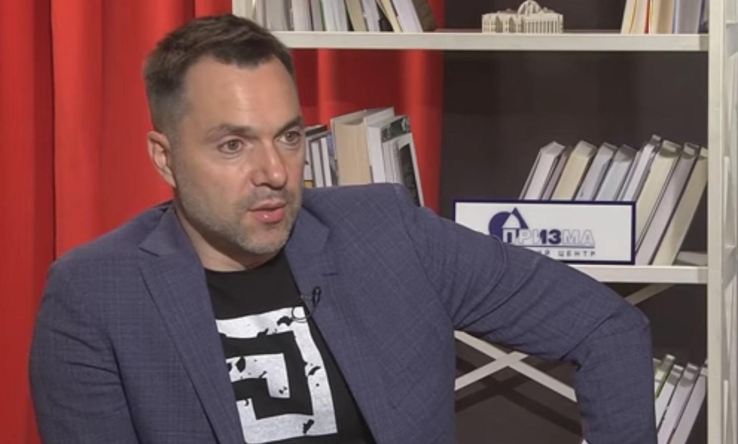 Арестович: жаль, что в 2014 году Крым не расстреляли, как Мариуполь и Славянск