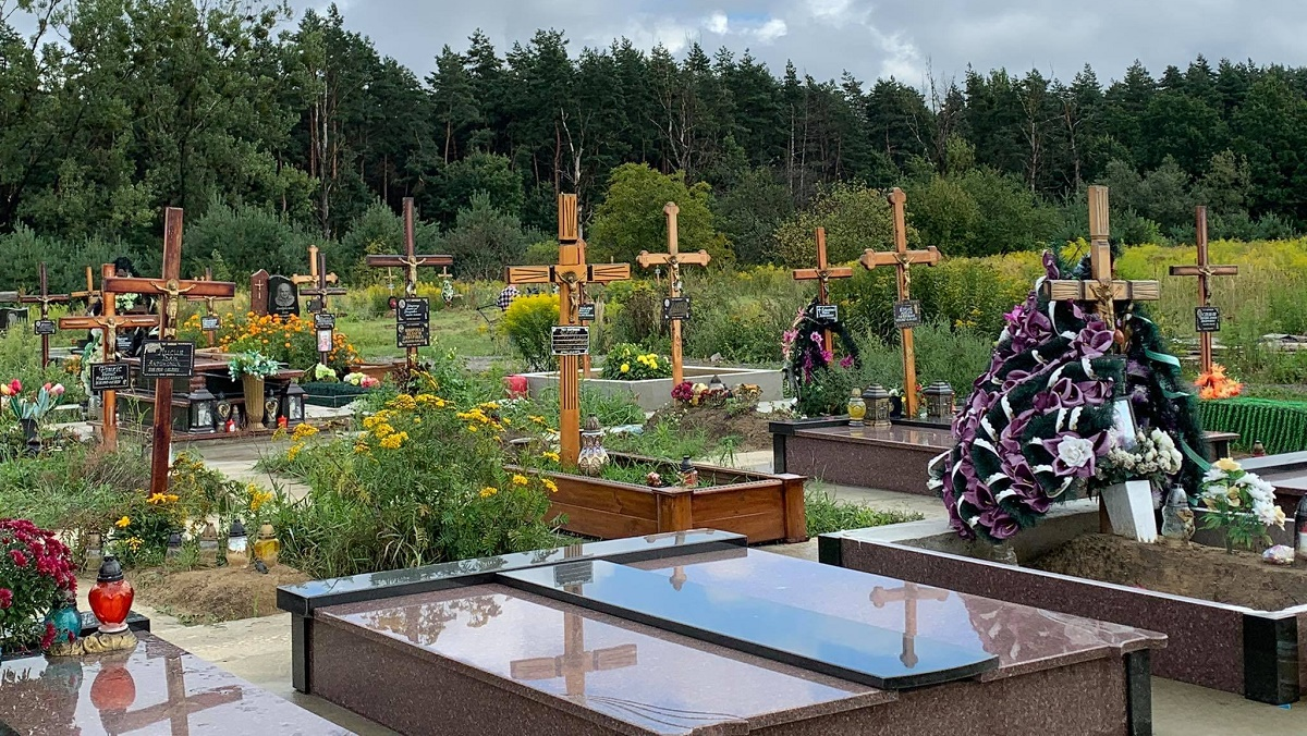 На Львовщине организовали нелегальное кладбище на месте садово-огородного кооператива
