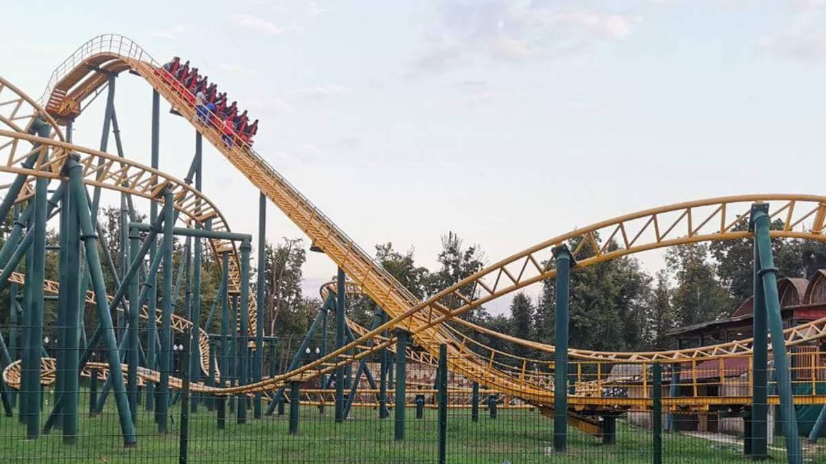В харьковском парке на высоте остановились «американские горки» (видео, фото)