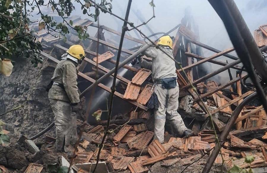 Под Запорожьем в частном доме произошел взрыв: здание разрушено (фото)