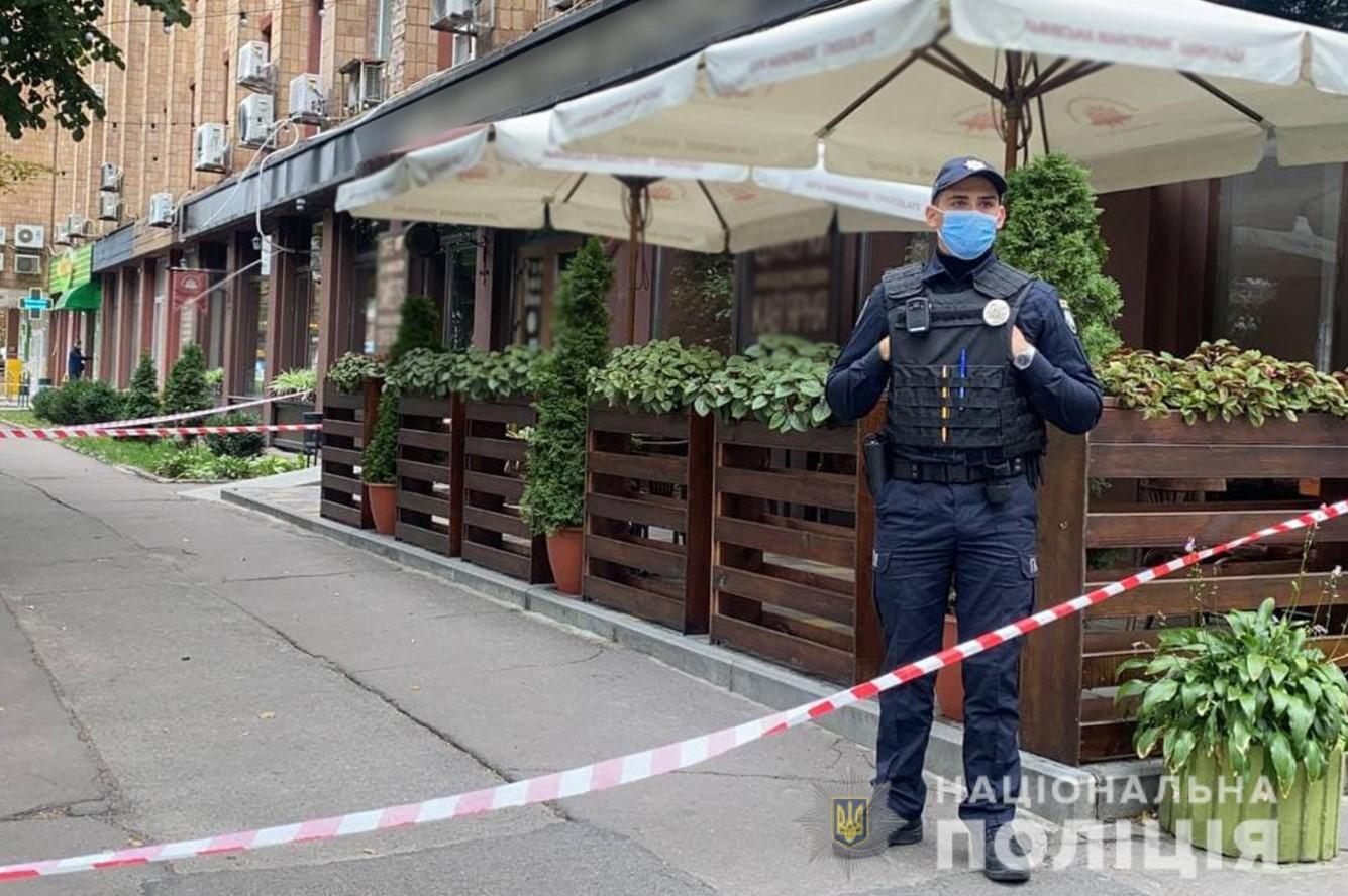 В центре Черкасс в кафе расстреляли бизнесмена: введен план «Сирена» (фото, видео)