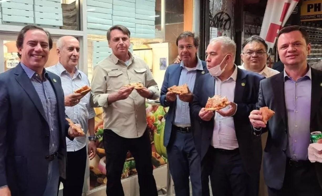 Президент Бразилии обедал в Нью-Йорке на улице из-за отсутствия прививки