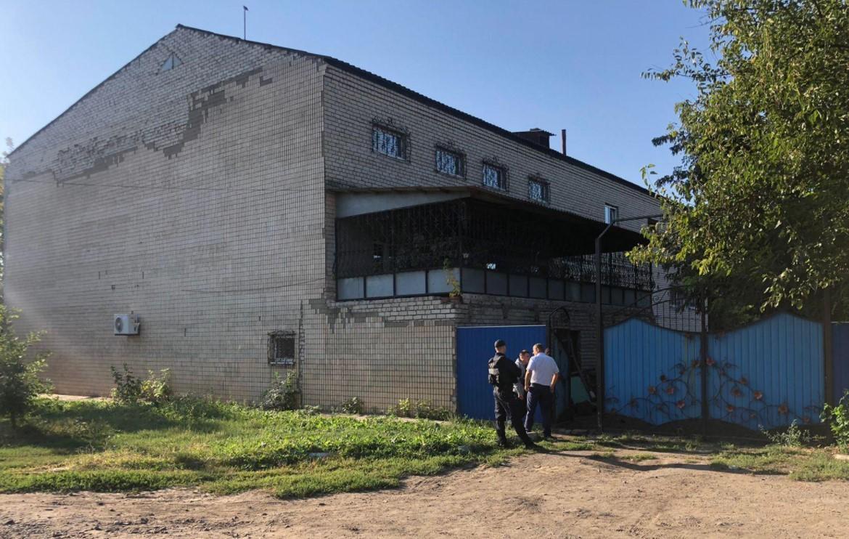 На Херсонщине мужчина угрожает взорвать свой дом: на месте работает спецназ