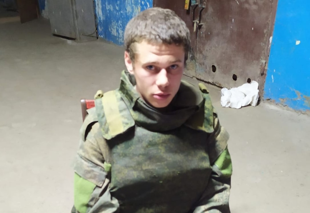Штаб ООС: вооруженный сепаратист сдался ВСУ, «не выдержав издевательств» (фото)