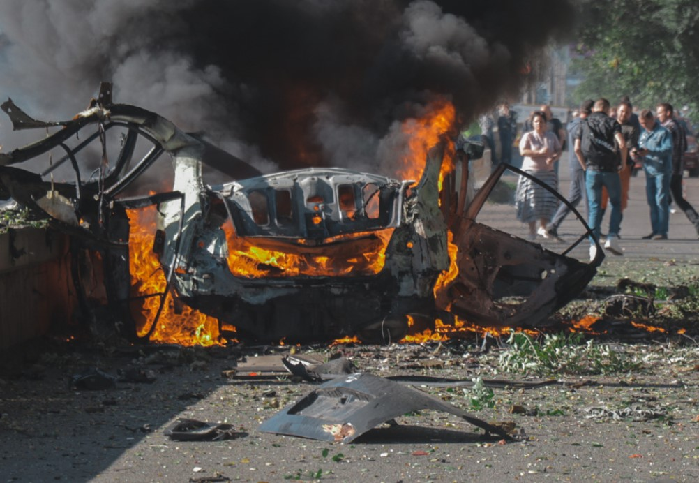 В Днепре взорвался автомобиль: двое погибших (фото, видео)