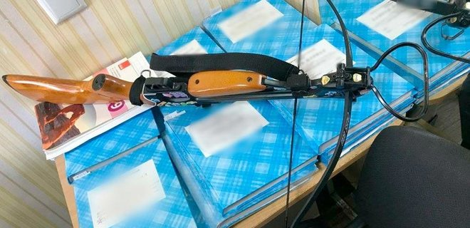 В Полтаве девушка из арбалета ранила двух учителей в школе: подробности инцидента