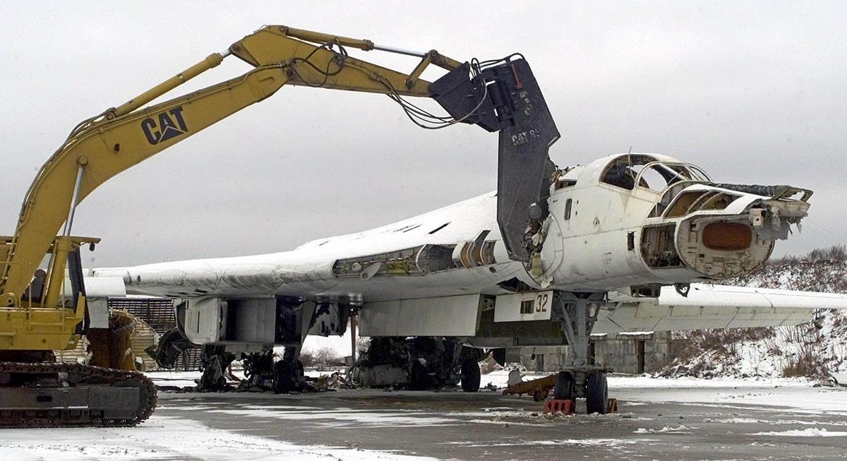 В США рассказали, зачем заставили Украину уничтожить её стратегические ракетоносцы-бомбардировщики Ту-160