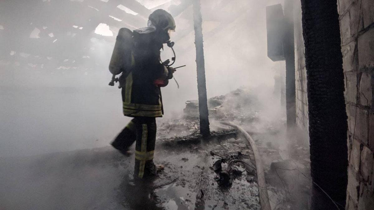 Пожар возле Майдана: спасатели эвакуировали жителей многоквартирного дома (фото)
