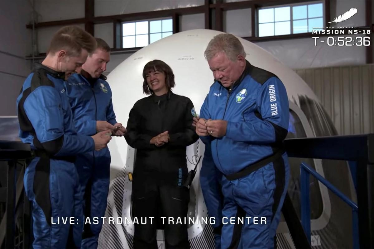 90-летний актер, который сыграл Кирка в Star Trek, отправился в космос (фото, видео) - 2 - изображение