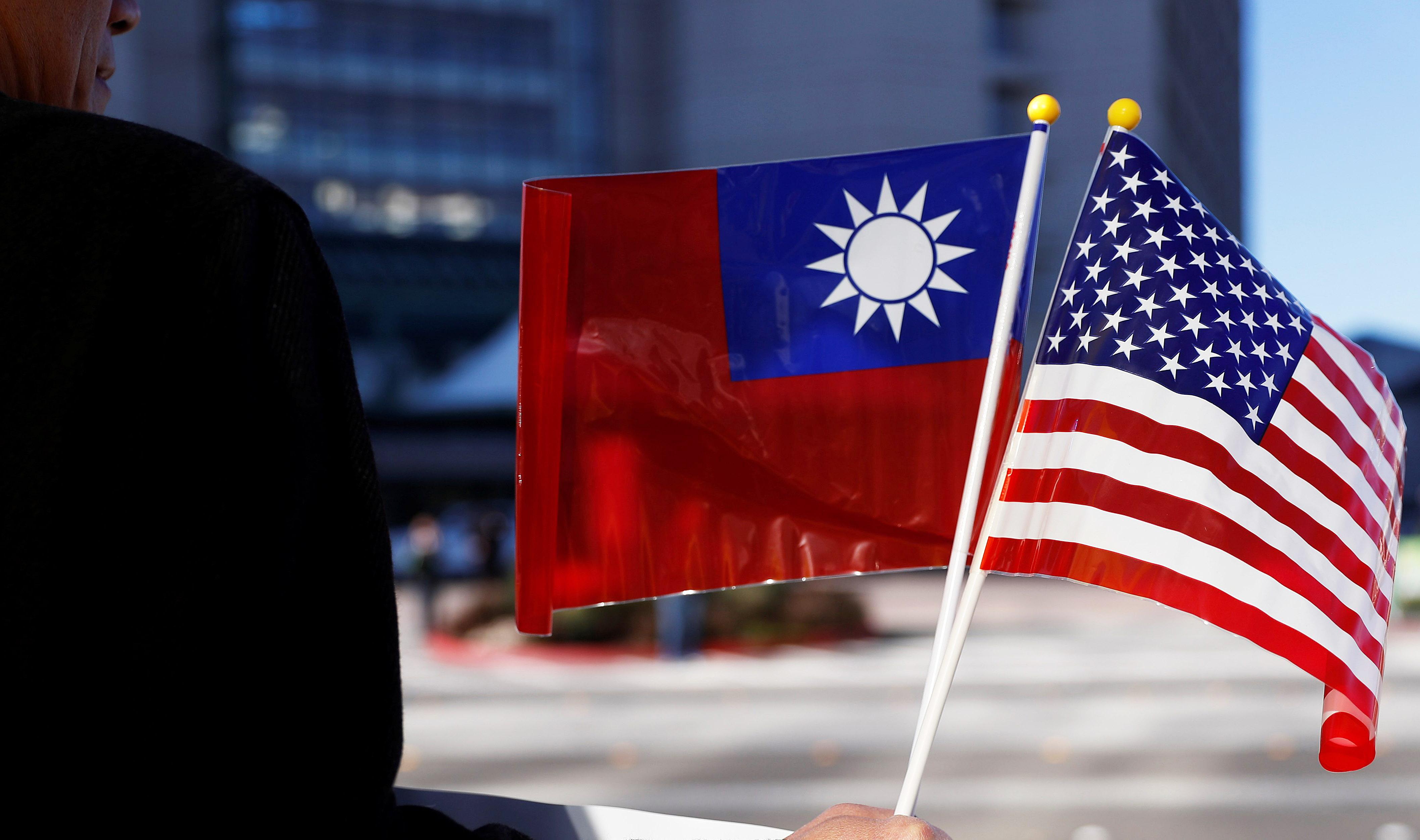 Китайские истребители в небе Тайваня: как КНР не дает свободу своему острову и при чем тут США