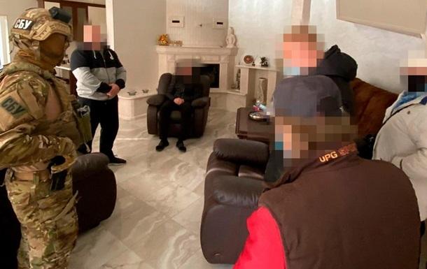 Под Киевом разоблачили банду «криминального авторитета» (фото, видео)