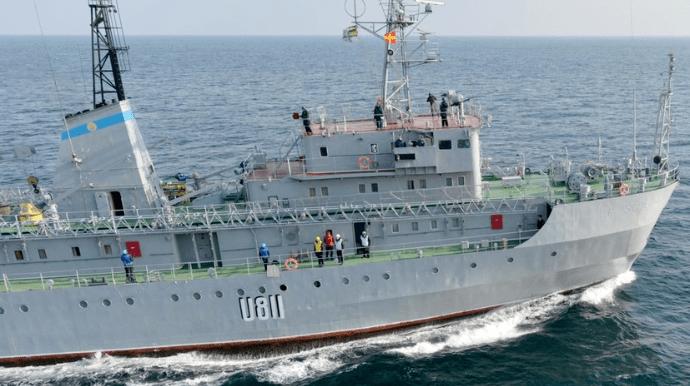 Авария на судне ВМС: корабль буксируется в Одессу, экипаж эвакуировали
