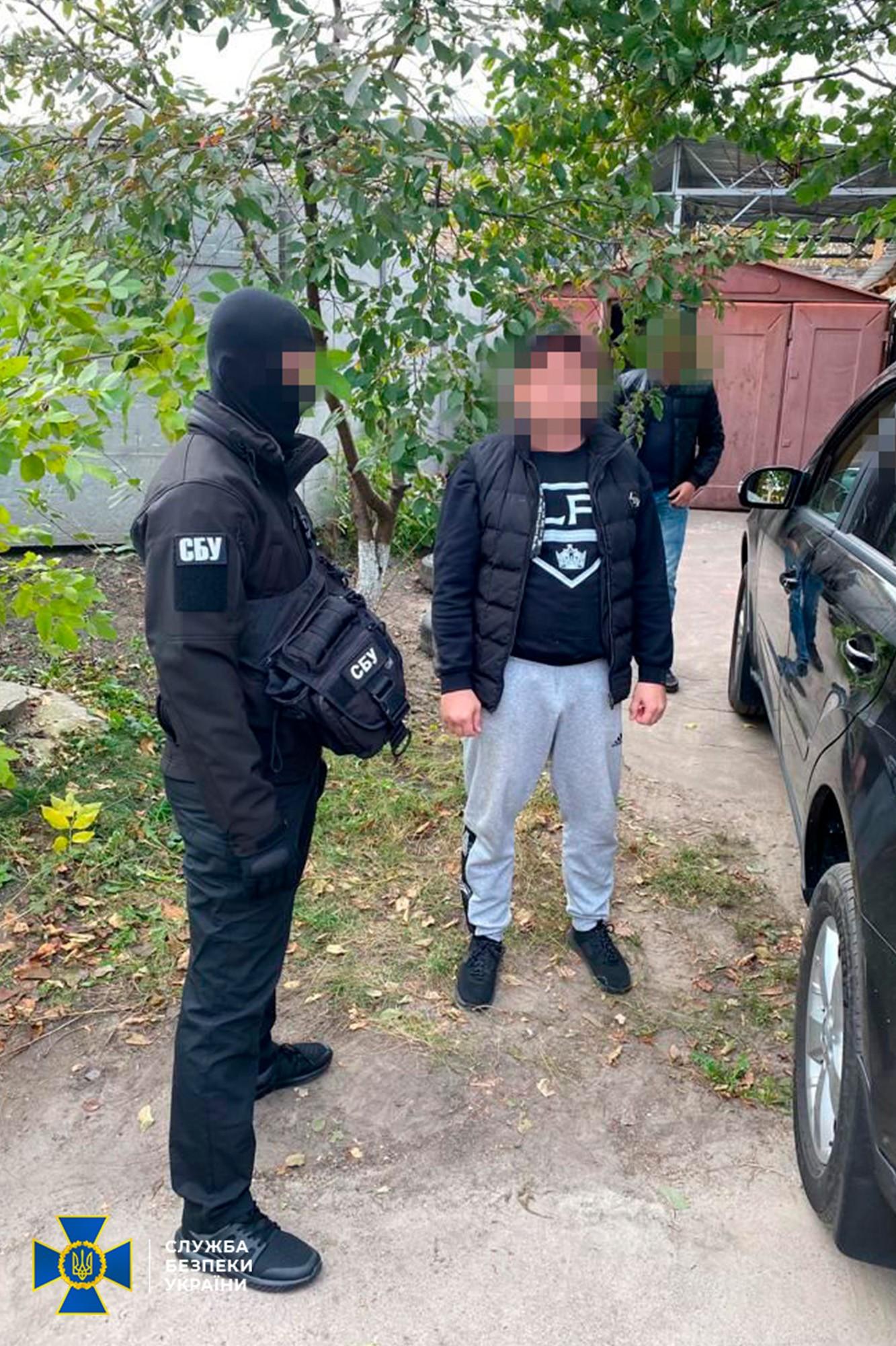 Под Киевом разоблачили банду «криминального авторитета» (фото, видео) - 1 - изображение