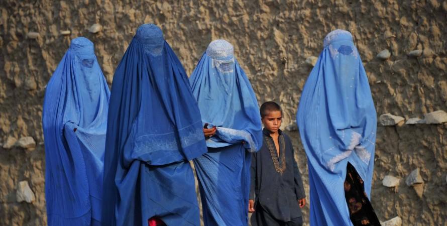 Талибы заявили, что вернули женщин в сектор здравоохранения