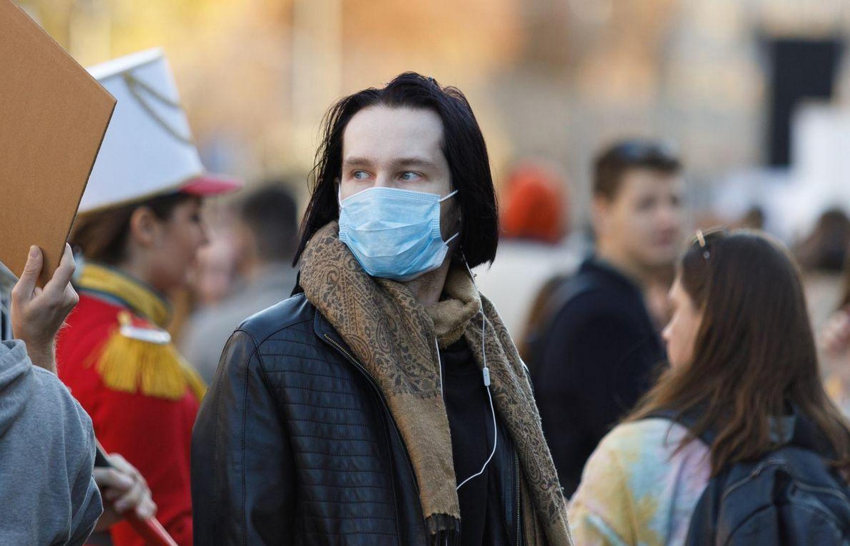В Украине зафиксировано почти 13 тысяч случаев COVID-19 за сутки
