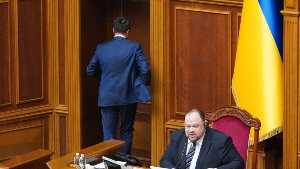 Рада отправила в отставку Разумкова