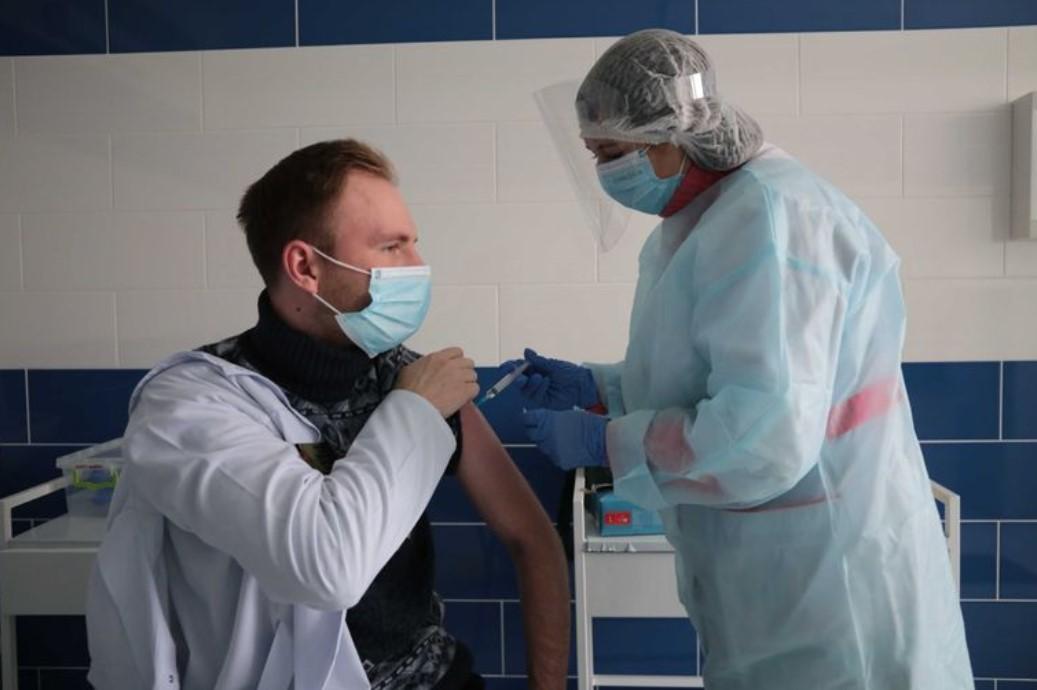 В Украине хотят рекомендовать бустерную COVID-вакцинацию