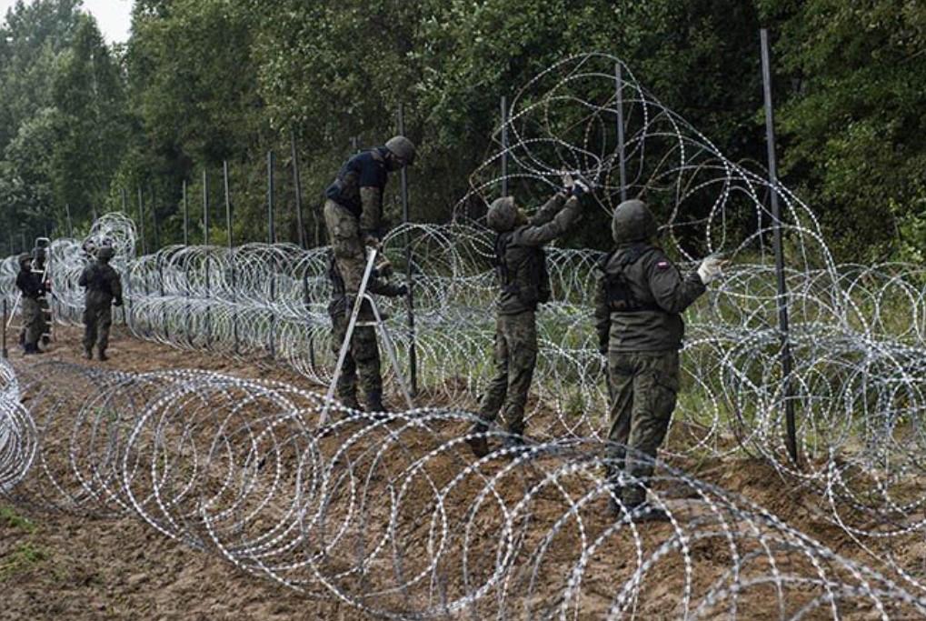 Польша привлечет военные вертолеты для охраны границы с Беларусью