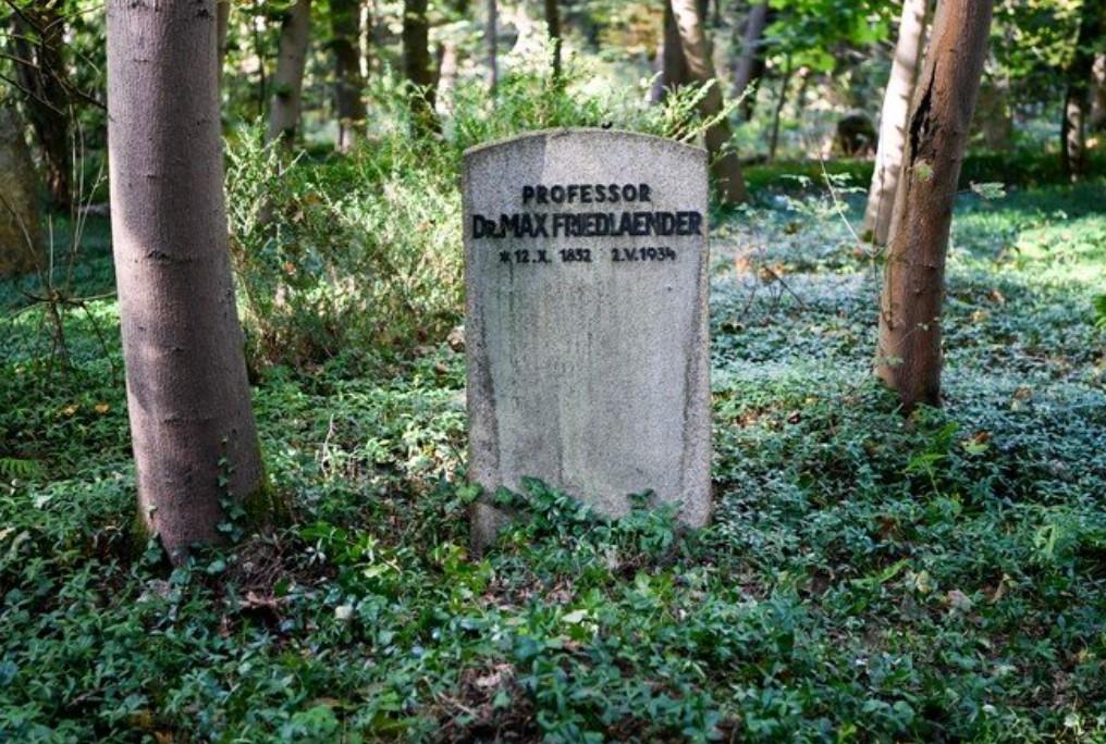 В Германии отрицателя Холокоста похоронили на месте еврейского профессора: подано заявление в полицию - 1 - изображение