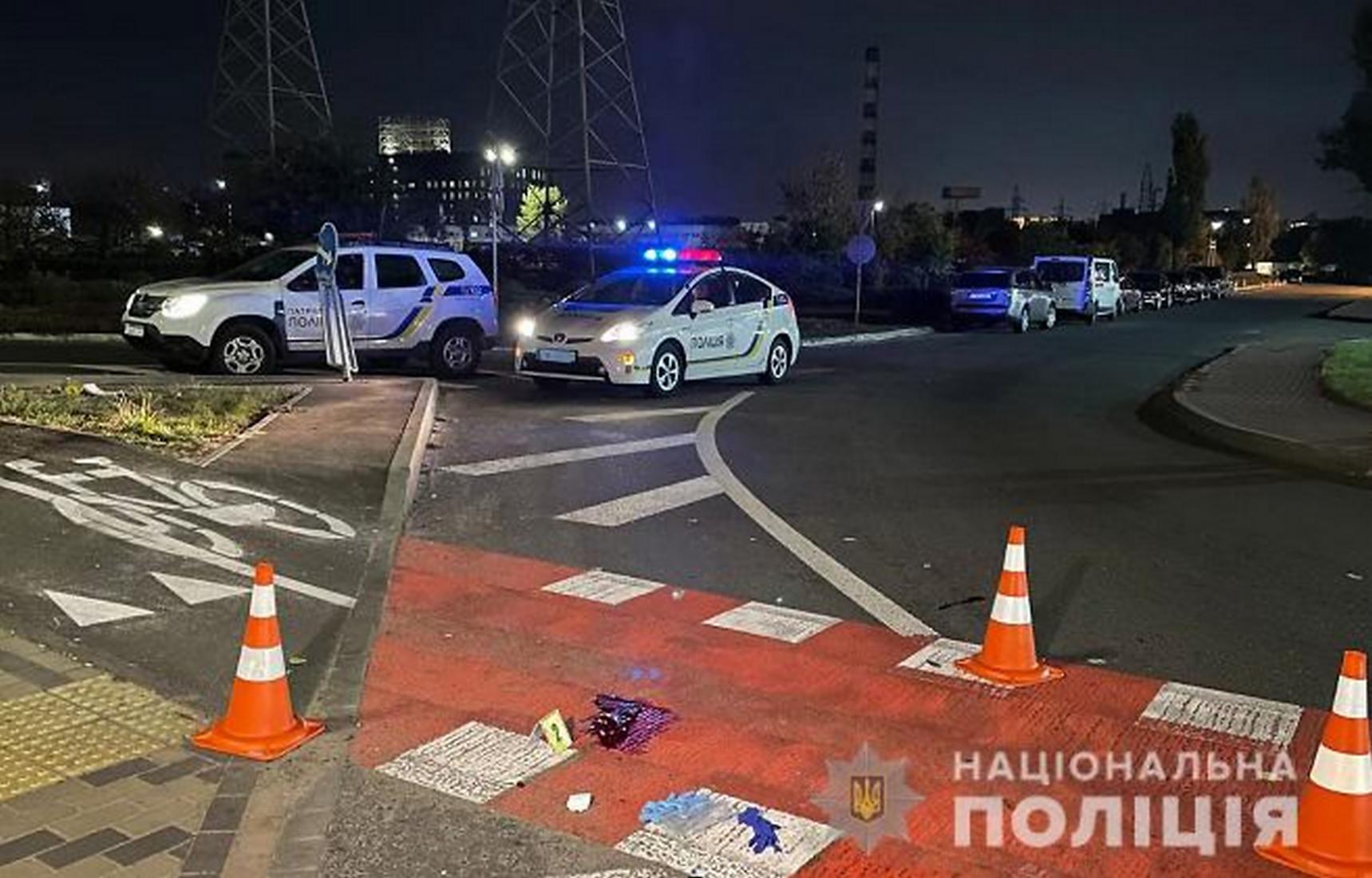 В Киеве пьяный водитель грузовика сбил на переходе двух пешеходов
