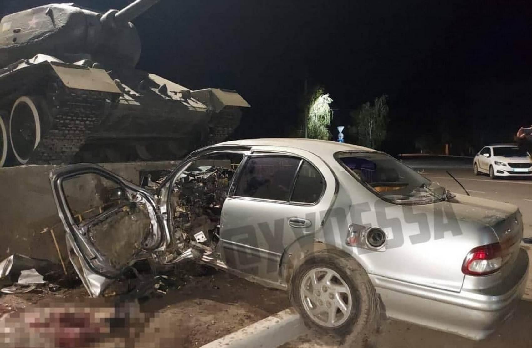 Под Одессой водитель влетел в танк: в Сети появилось видео смертельной аварии